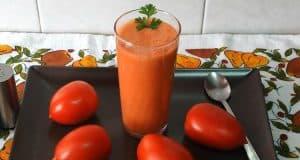 zumo de tomate casero.