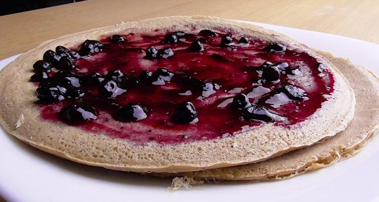 Tortita de avena con mermelada de arándanos